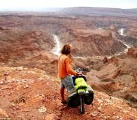 Recorre más de 69.000 km montando bicicleta y visita 61 países en 4 años