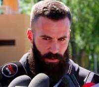 Marc Crosas reprueba examen médico por tener heces fecales en su barba.